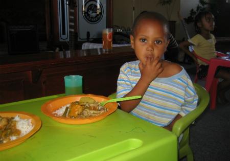 een goede maaltijd voordat de kinderen naar school gaan